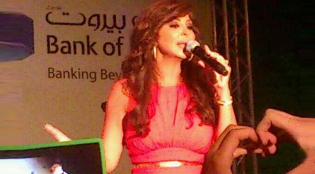 أولاً بالصور: إليسا أضاءت سماء لبنان في حفل جماهيري غفير في ضهور شوير