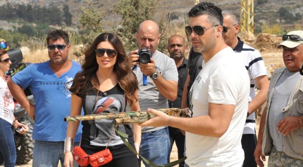 بالصور: فارس كرم صوّر الـ Special مع منى أبو حمزة في جنوب لبنان