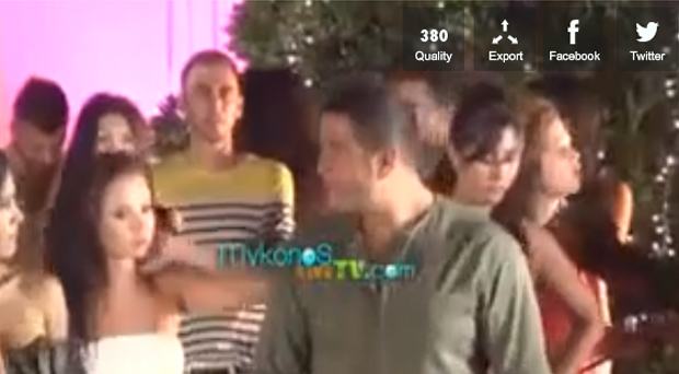 بالفيديو والصور: تسريب مقطع من كواليس كليب عمرو دياب الجديد