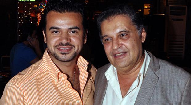بالصور: سامو زين يحتفل مع محسن جابر وأسرة مزيكا