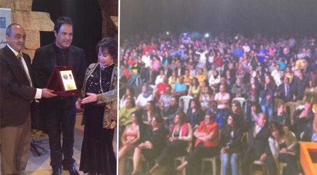 بالصور: عاصي الحلاني كُرّم من لجنة مهرجانات عنجر وأشعل الحضور