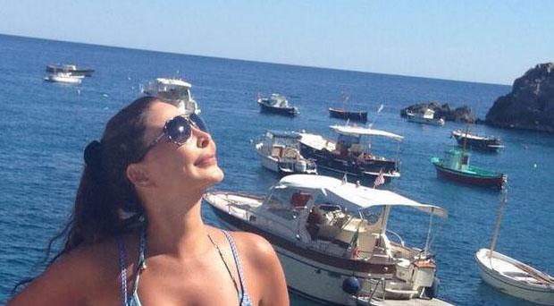 إليسا تستكمل إجازتها في إيطاليا وصورها الأكثر تداولاً على الصفحات العالمية
