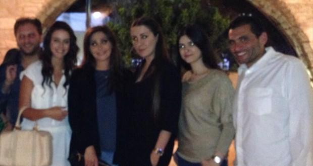 بالصور: إليسا أمضت سهرة مميزة برفقة أصدقائها المقربين