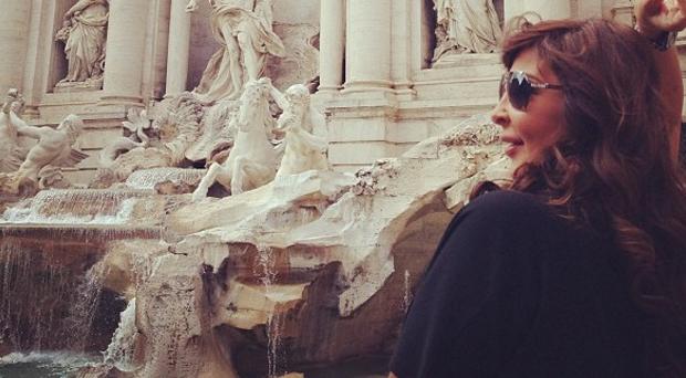 بالصور: إليسا في عطلة إلى روما، وقدّمت أمنياتها عند الـ Fontana Di Trevi