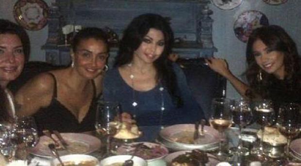 هيفاء وهبي وغادة عبد الرازق معاً على مائدة العشاء في بيروت