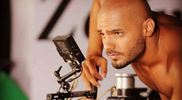 """بالفيديو: جوزيف عطية يطلق نسخة جديدة من فيديو كليب """"رايحيين على بيتنا""""، يتألّق ويتميّز"""