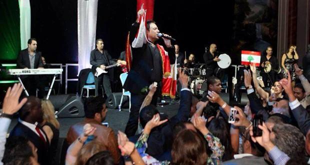 بالصور: عاصي الحلاني غنّى لبنان وأحيا الإستقلال في حفل جماهيري حاشد