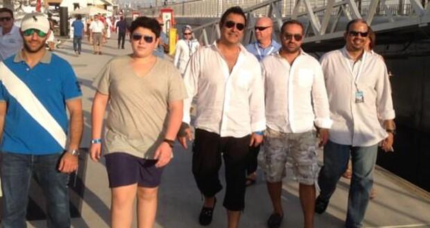 بالصورة: عاصي الحلاني شاهد الـ Formula 1 مع الوليد ومجموعة من الأصدقاء
