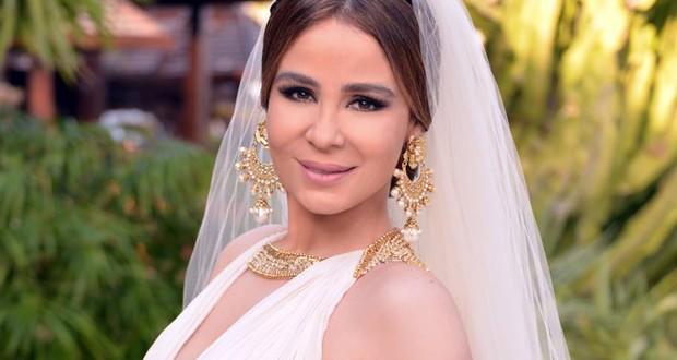 خاص: كارول سماحة عروس الساحة الفنية ولن تستطيعوا النيل من سعادتها فأصمتوا!