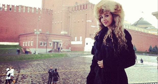 بالصور: ميريام فارس تتحدّى البرد القارص وتتنزّه في شوارع موسكو