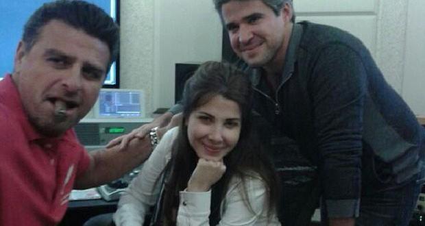 بالصورة: نانسي عجرم في الإستوديو مع شقيقها نبيل عجرم وهادي شرارة وهذا السبب…