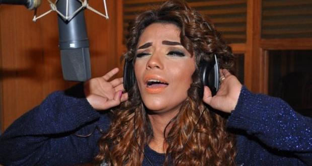 بالصور: أمينة تسجّل أغنية للجيش المصري