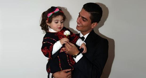 بالصورة: محمد عساف قدّم وردة لطفلة وسفير الإنسانية