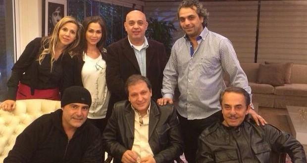 بالصور: عاصي الحلاني إستقبل أصدقائه في منزله بعد العملية