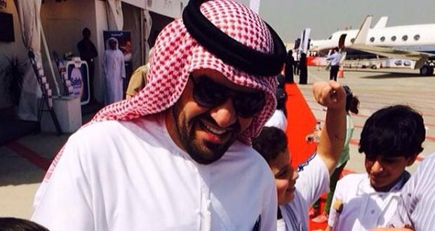 بالصورة: حسين الجسمي يزور معرض طيران أبوظبي وهذا ما قاله