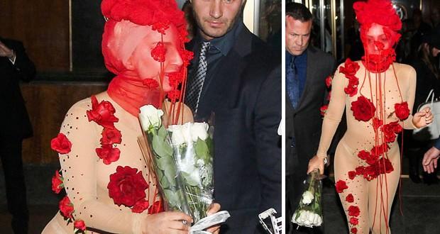 بالصور: Lady Gaga إحتفلت بعد ميلادها بفستان شفاف وكشفت المستور