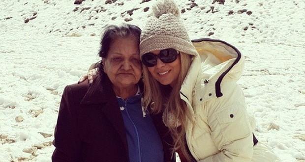 بالصور: مادلين مطر أمضت أجمل الأوقات مع والدتها بمناسبة عيد الأم