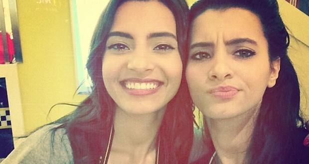 بالصورة: كارمن سليمان وشقيقتها فرح في صورة Selfie مميّزة