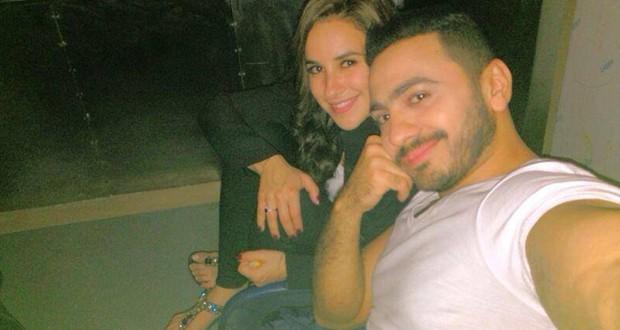 """تامر حسني ينشر صورة Selfie مع شيري عادل في كواليس """"فرق توقيت"""" ويشعل الجمهور"""