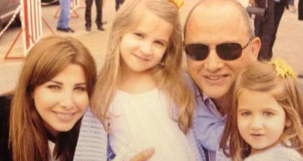 بالصورة: نانسي عجرم وبناتها ميلا وإيلّا وهديّة مميّزة لوالدهما في عيد الأب
