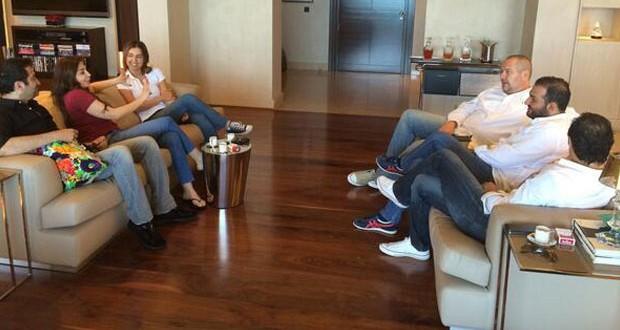 """بالصور: إليسا في إجتماع خاص مع فريق عمل """"هيدا حكي"""" وترفع الصوت ضدّ التدخين"""