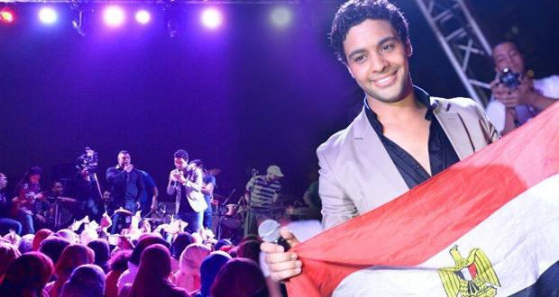 بالصور: أحمد جمال أشعل الإسكندرية بين جمهوره وعشاقه ورفع العلم المصري عالياً