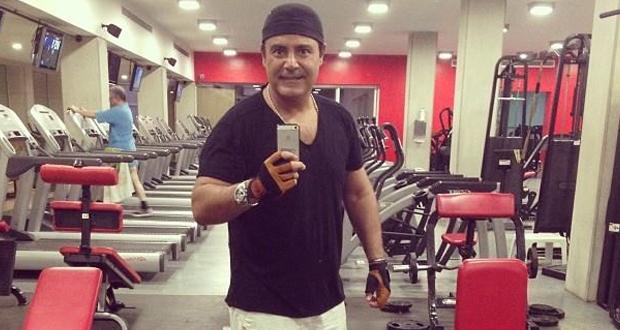 بالصورة: عاصي الحلاني وSelfie في النادي الرياضي والمحبّة تقرّب المسافة بينه وبين عشاقه