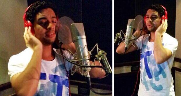 """حصري بتجرد بالصور: أحمد جمال في الإستوديو ووضع صوته على دعاء """"جئت إليك"""""""