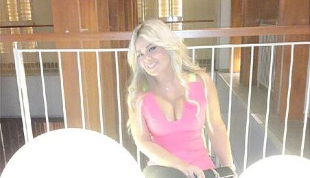 مادلين مطر تضج جمالاً وإثارة من دبي وتشعل المواقع