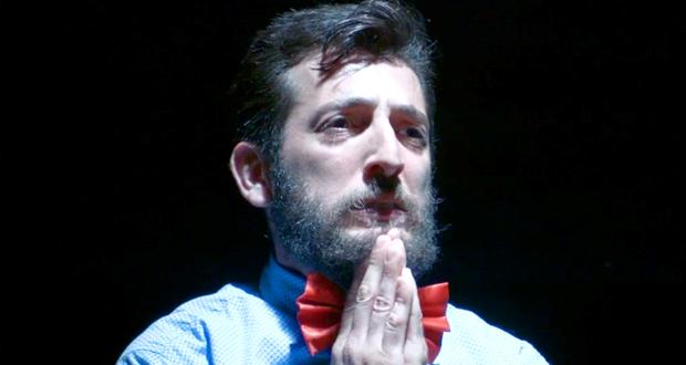 """شارل مارينا في عرض مسرحيّ جريء بعنوان """"33"""""""