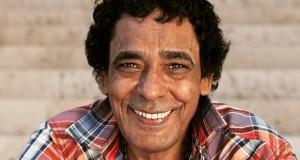 بماذا وصف محمد منير تجربته في المغني؟