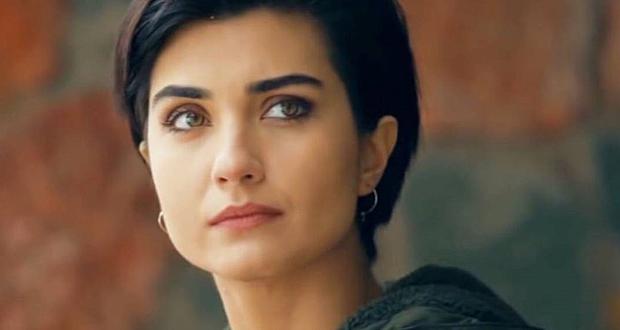 بعد أزمة صورها مع حبيبها.. توبا بويوكستون تغادر تركيا
