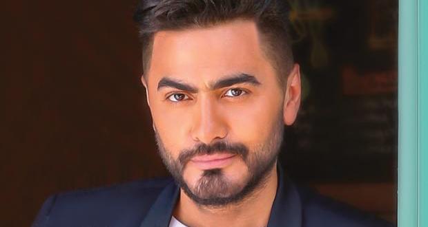 """تامر حسني يضاعف من حماس جمهوره لألبوم """"عيش بشوقك"""" – بالصورة"""