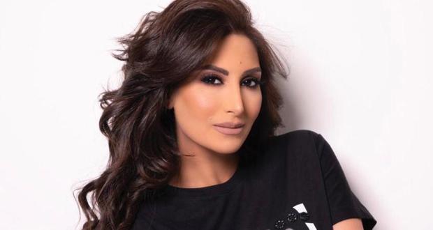 رويدا عطية تحضن ابنها بشوق كبير.. وتخفي ملامحه – بالفيديو