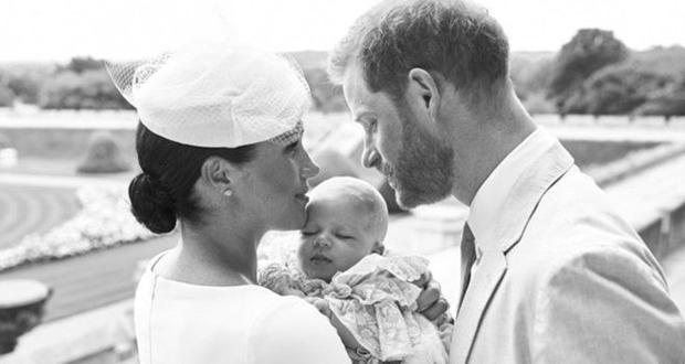 """الأمير هاري وميغان ماركل يصطحبان """"آرتشي"""" في أوّل جولة رسمية لهم"""