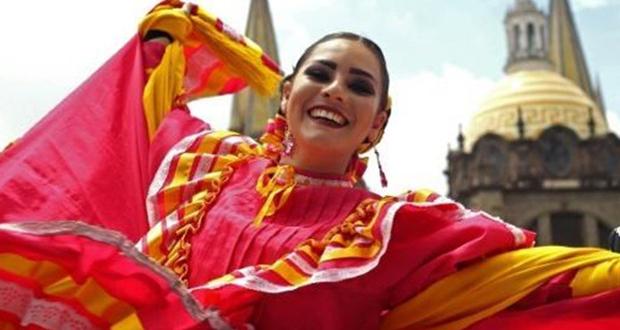 882 راقصًا حطموا رقمًا قياسيًا في المكسيك لأكبر رقصة فولكلورية