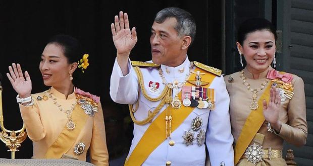 صورة جريئة لزوجة الملك التايلاندي تتسبّب بعطل في الموقع الرسمي للقصر
