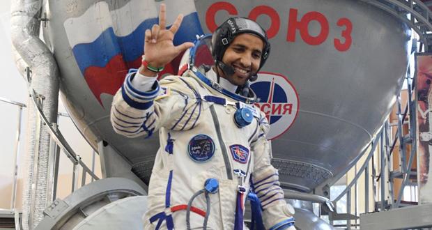 أول تغريدة لهزاع المنصوري من الفضاء.. نشر صورة بعدسته