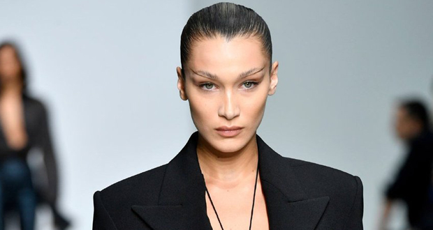 بيلا حديد تلفت الأنظار في عرض أزياء ماركة Mugler – بالصور