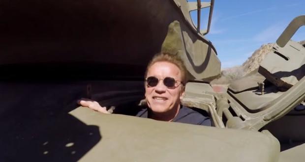 """شوارزنيجر يسخر من سلاح ستالون في فيلم """"رامبو"""" الجديد"""