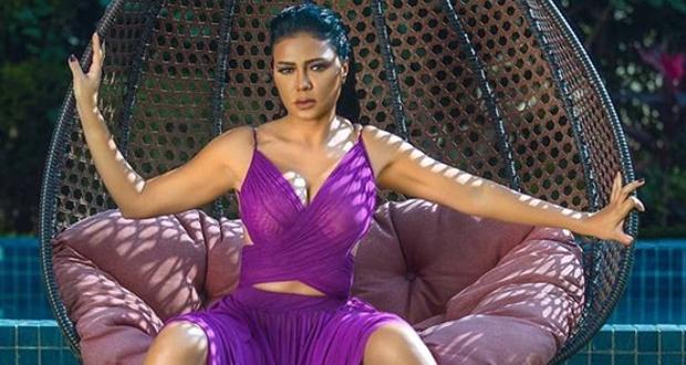"""بعد إثارتها جدلا في الافتتاح.. كيف أطلت رانيا يوسف في أول أيام """"الجونة السينمائي""""؟"""