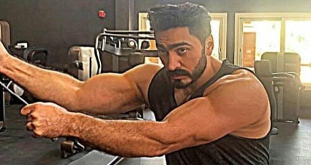 تامر حسني يكشف عن استعداداته لفيلمه الجديد من النادي الرياضي – بالفيديو