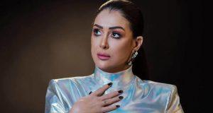 """غادة عبد الرازق تطل بـ""""لوك"""" جديد.. والجمهور يشبهها بهذه الممثلة"""