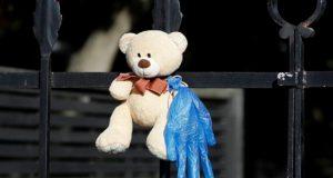 مطاردة الدببة.. مبادرة تبهج أطفال واشنطن في الحجر المنزلي