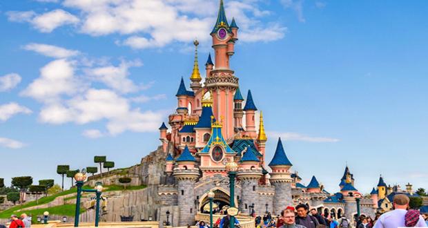 ديزني لاند في باريس تعيد فتح أبوابها