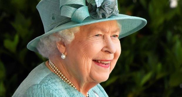 الملكة إليزابيث تمنح أعلى جائزة في بلادها لبطل أسترالي