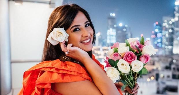ياسمين عبد العزيز تعود إلى نشاطها الفني بعد شفائها