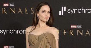 ابنة أنجيلينا جولي ترتدي أشهر أثواب والدتها